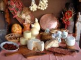 Targ cu branzeturi, carnuri, magiun, turta dulce si palinca, in aprilie, pe Valea Prahovei